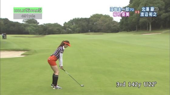 稲村亜美 ゴルフの真髄のムチムチ太もも&お尻キャプ 画像30枚 6
