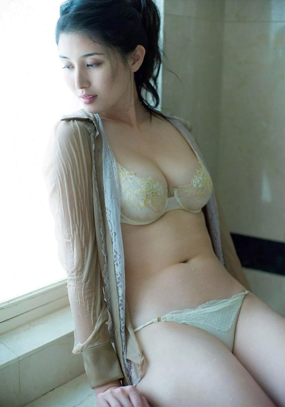 橋本マナミ フラッシュ袋とじのGカップ爆乳グラビア 画像39枚 10