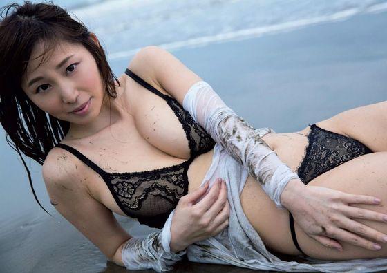 塩地美澄 妄想マンデーのボンデージコスプレGカップ谷間キャプ 画像23枚 17