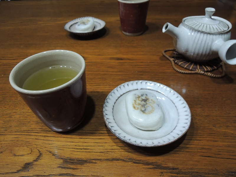 親玉まんじゅうとお茶