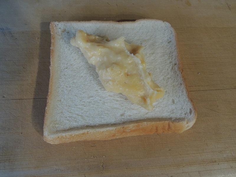 パンにカスタードを塗ります その1