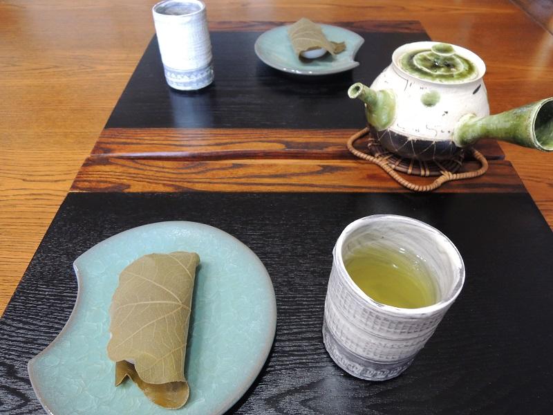 柏餅と鈴木さんのお湯呑み