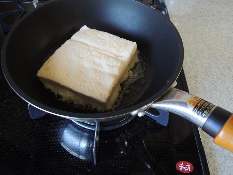 バターを溶かしたフライパンへ