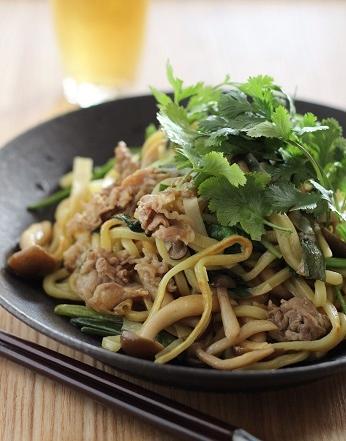 豚肉と葉玉ねぎと小松菜の焼きそば