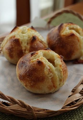 ゴーダチーズとゴルゴンゾーラのパン1