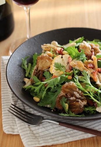 春菊と揚げ舞茸のサラダ