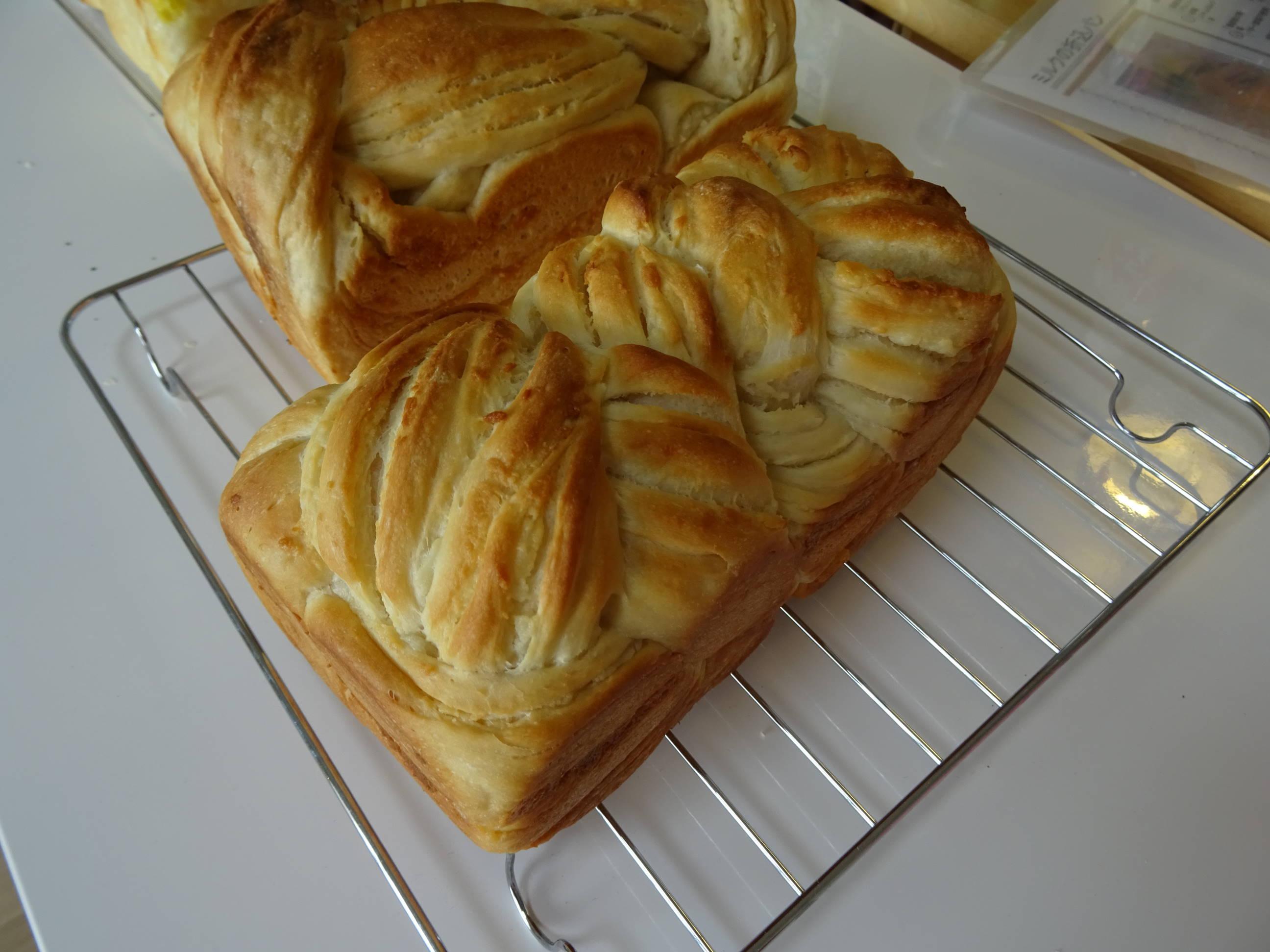 オニオンチーズブレッドとミルクの折込パン2