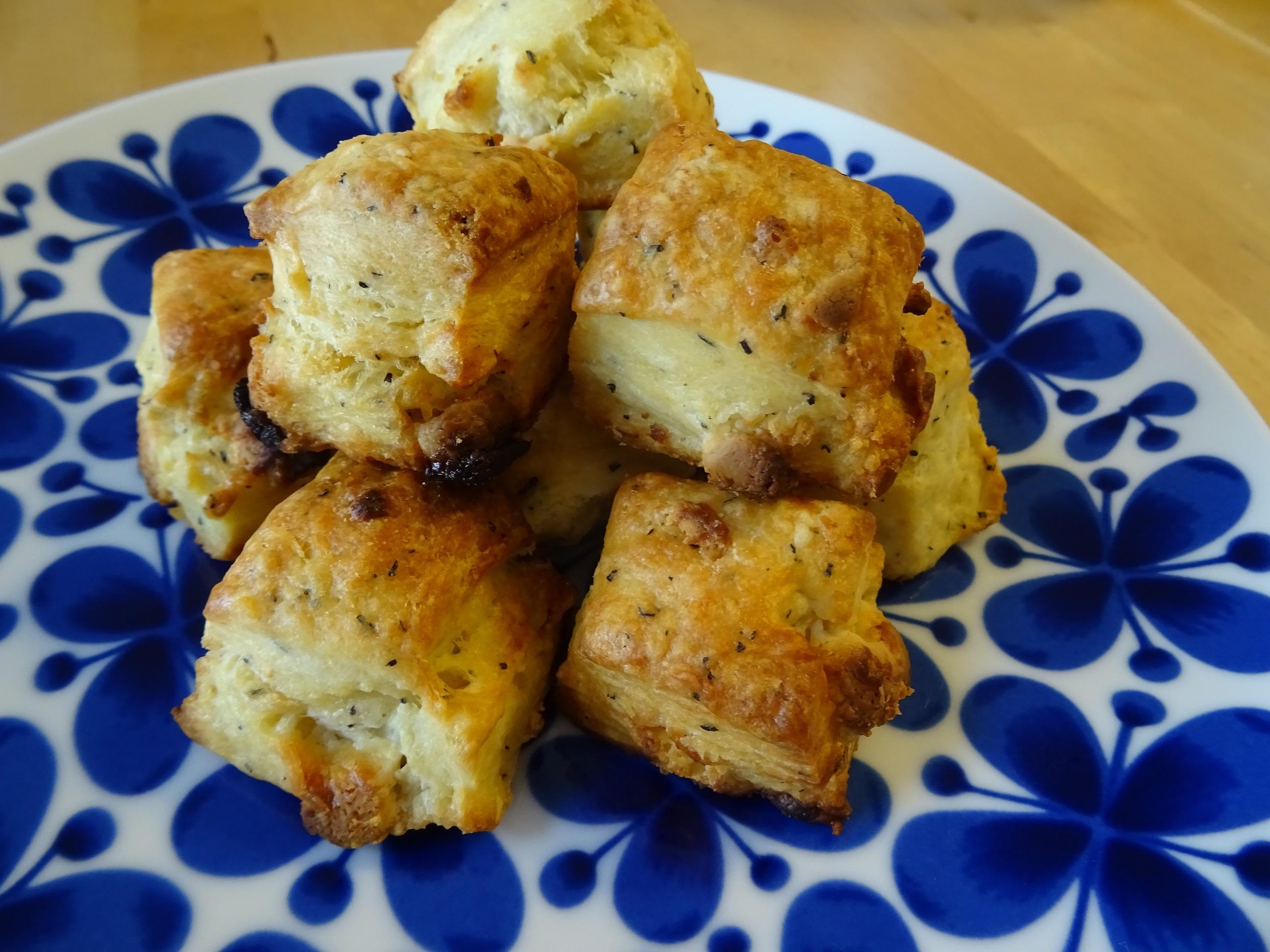 山食パンと生姜紅茶とホワイトチョコのスコーン1