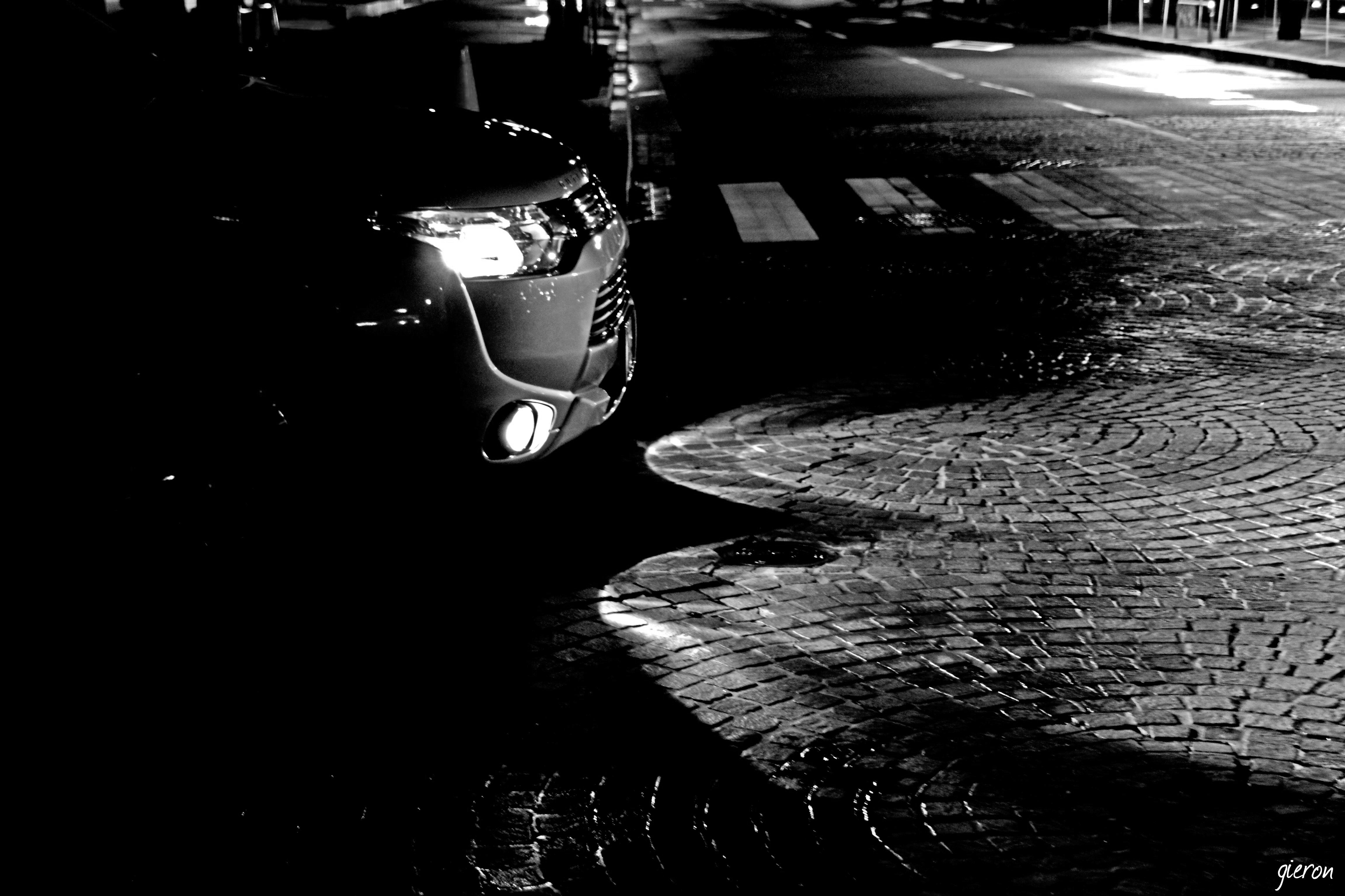 クルマの撮影スポット 雨の石畳