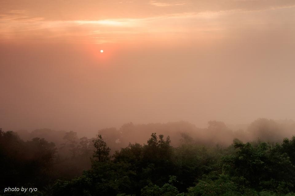 霧が吹き上がる朝に_2