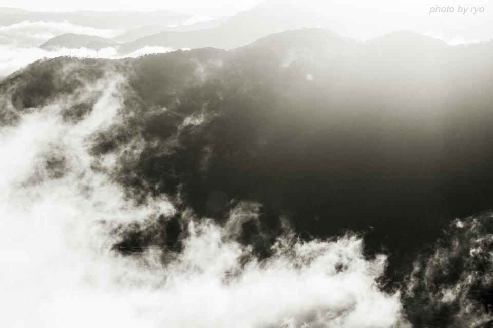 霧の舞う朝に_4