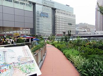 新宿駅南口でスケッチ