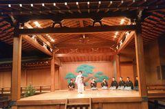 """【写真】宝生能楽堂での舞台で舞う""""弓八幡"""""""