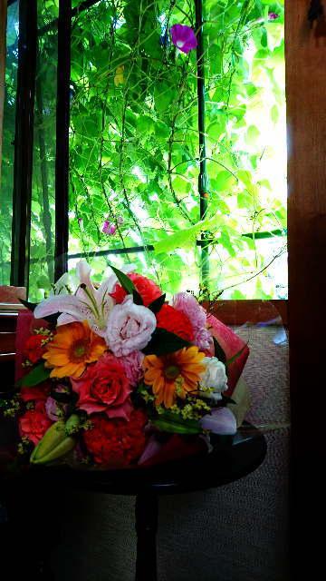 花束とグリーンカーテン