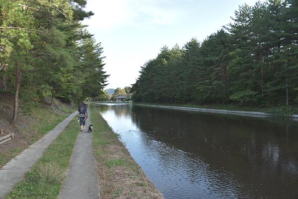 御影用水沿いの遊歩道