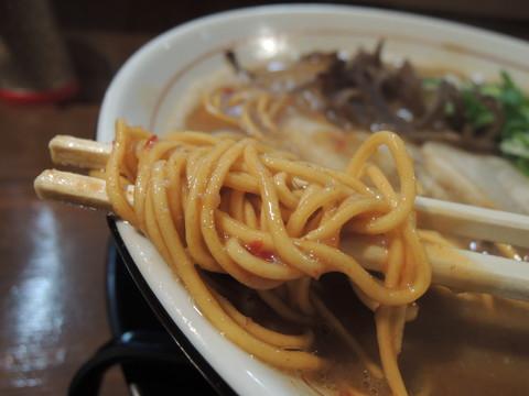 辛々とんこつ(辛)の麺