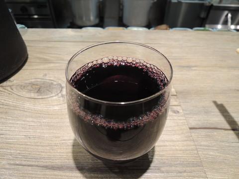 赤ワイン(200円)