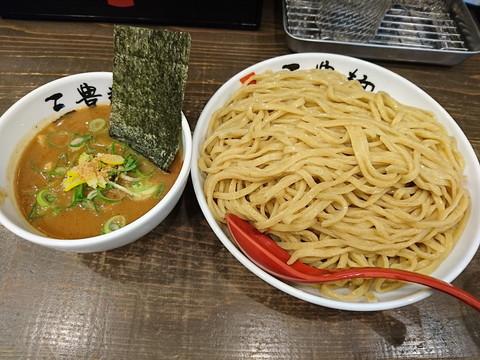 濃厚魚介つけ麺(山盛)2.5玉900g(790円)