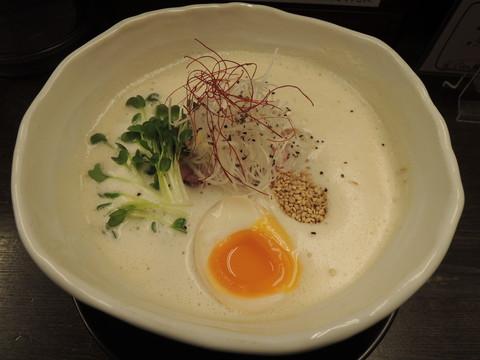 おさかな鶏白湯(太麺)(750円)