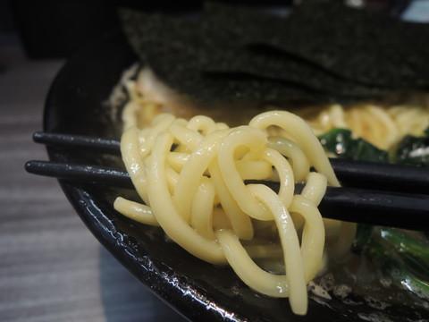 中ラーメンの麺