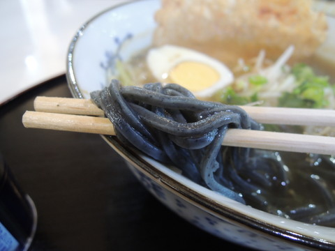 柳井甘露醤油ラーメンの麺