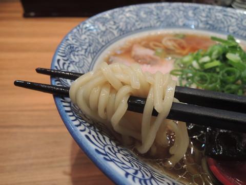 醸し醤油らーめんの麺