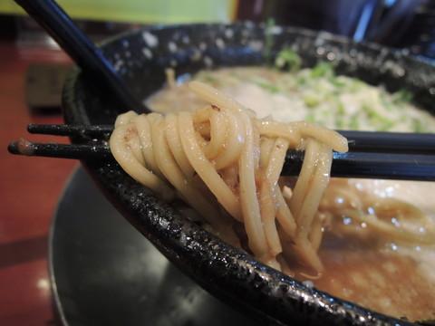 バリとんラーメンの麺
