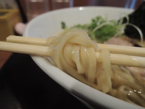 鶏そば~奇跡と感謝~の麺