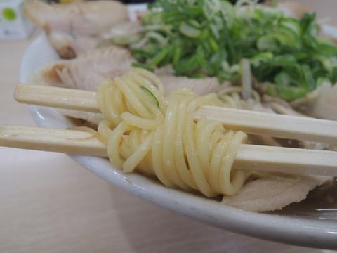 特製しょうゆラーメンの麺