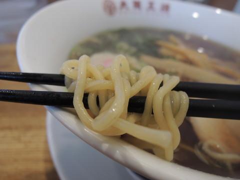 煮干醤油ラーメンの麺
