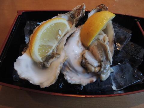 生牡蠣(194円)×2個