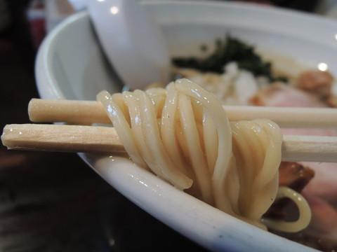 煮干濃麺HVの麺