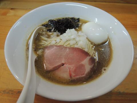 煮干ソバ醤油(750円)+出汁打ち込み式味玉(100円)