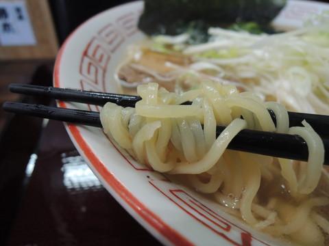 中華そば塩(焦し葱油風味)の麺
