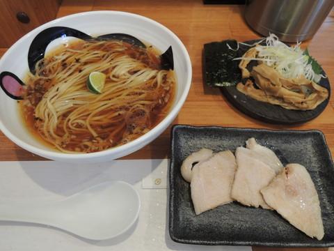 「溶岩焼き」仕立ての醤油そば(1300円)