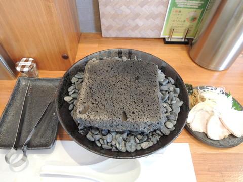 具材と溶岩焼きプレート