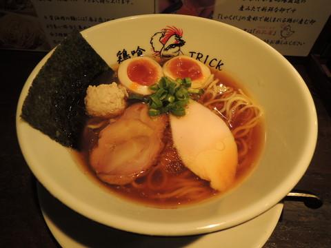 味玉鶏の醤油らーめん(880円)