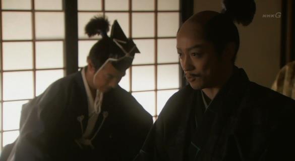 「関白殿下はご多忙にて、本日はご出仕の儀は叶いませぬ。明日に日延べといたしまする」石田三成 真田丸