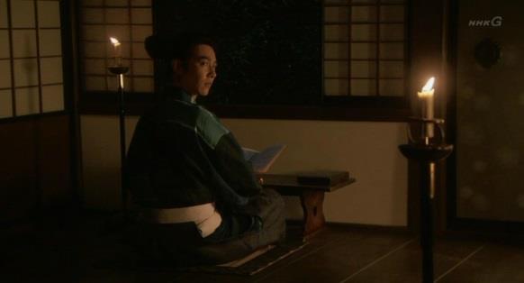 石田三成宅に泊めて貰った信繁が本を読んでいる 真田丸