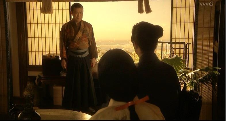 「翌朝、堺の港を一隻の貿易船がルソン目指して出港する。直前、一人の娘が乗り込んだが、その素性は船長(ふなおさ)助左衛門しか知らなかったという」 真田丸