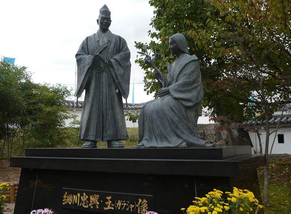 ※細川忠興とガラシャの像
