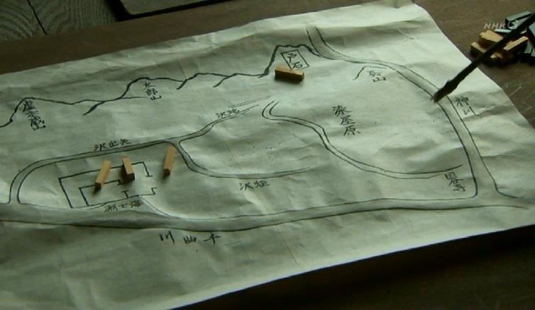 「上田城の手前に神川(かんがわ)が流れています。先の上田攻めでは、戦の最中に堰(せき)が切られましてな。逃げ場を失っのうた兵が数多(あまた)討ち死にをしております」本多正信 上田城周辺の地図 真田丸