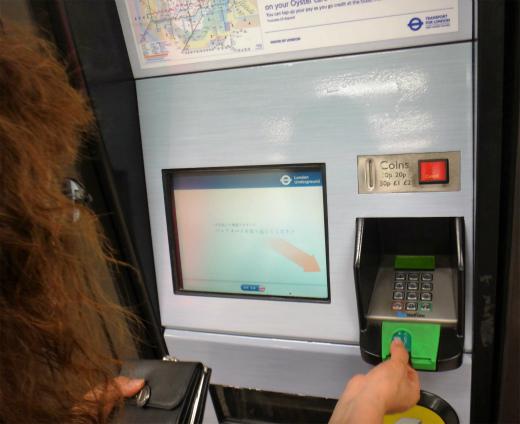 s834₋10地下鉄のチケット販売機