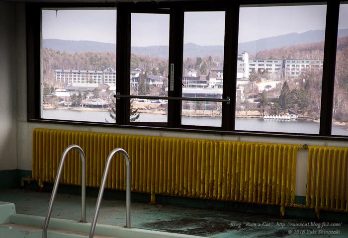 白樺湖グランドホテル_湖を望む窓