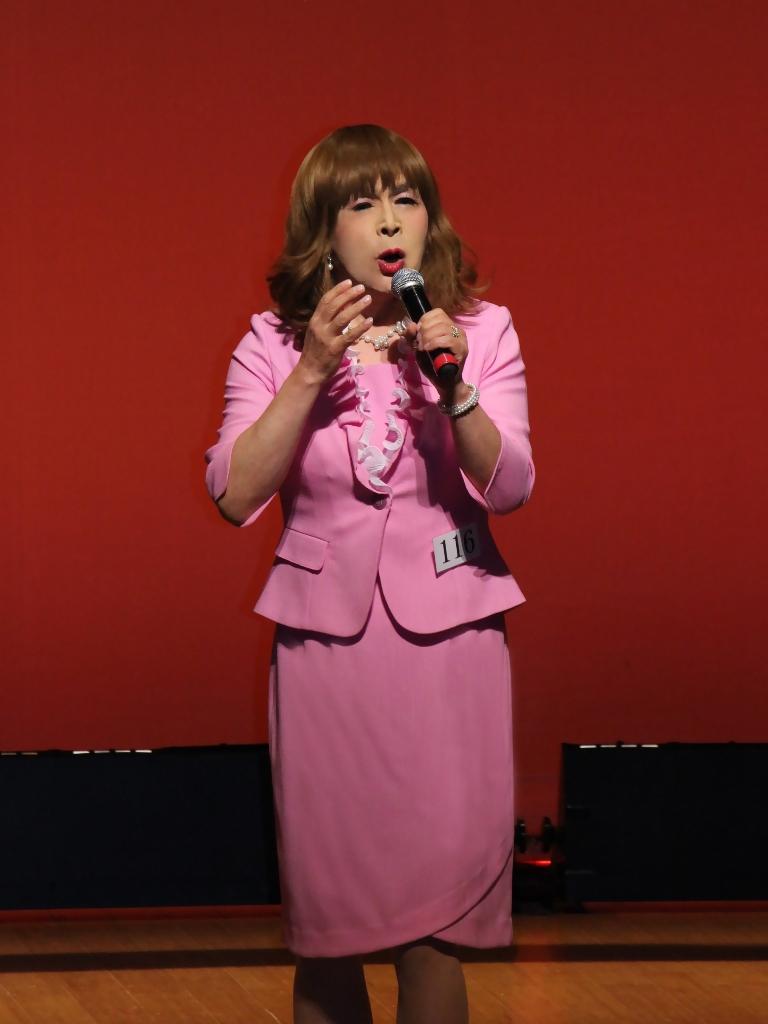 ピンクスーツ舞台(3)