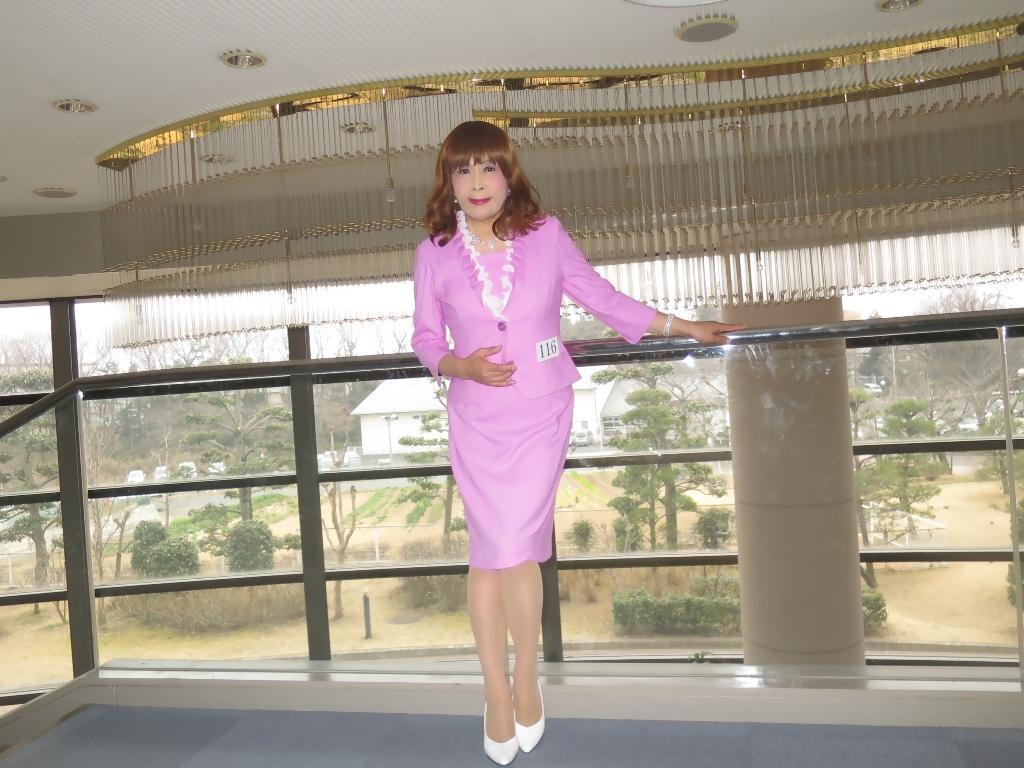 ピンクスーツ舞台の外(1)