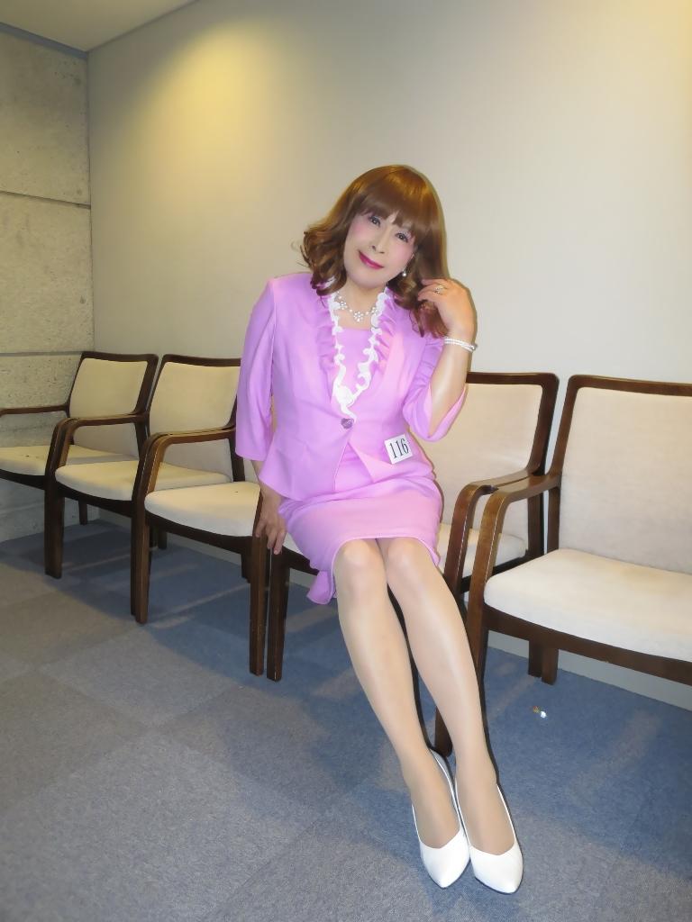 ピンクスーツ舞台外(2)