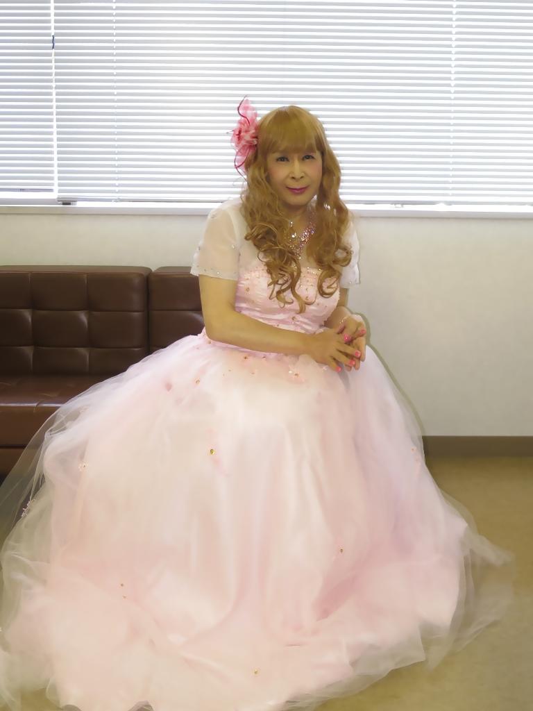 ピンクドレス舞台控室(1)