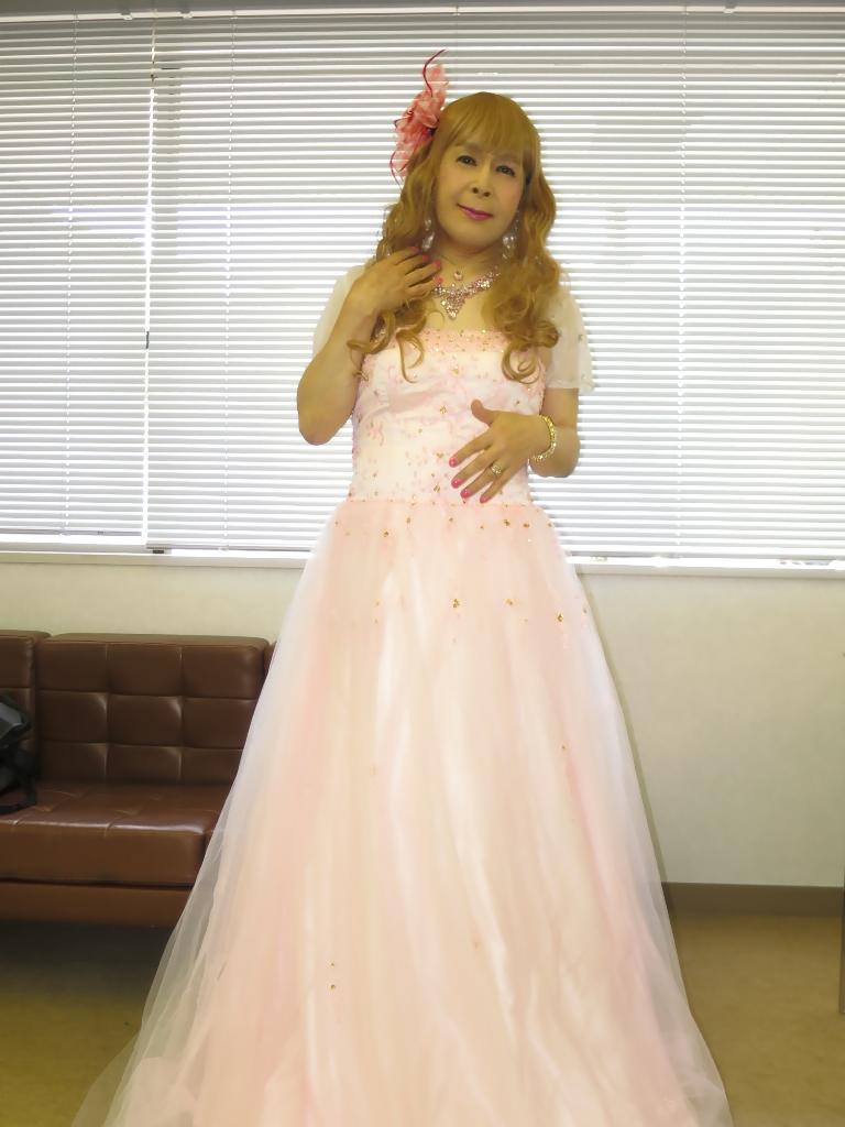 ピンクドレス舞台控室(4)