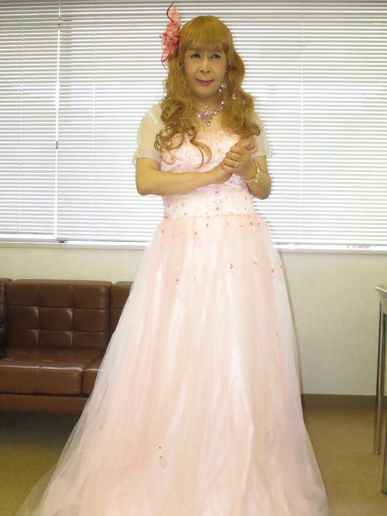 ピンクドレス舞台控室(5)